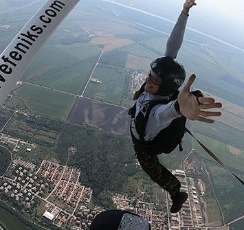 padobranac skace prvi samostalni skok padobranom